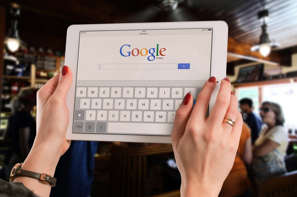 Google page in the tablet's screen